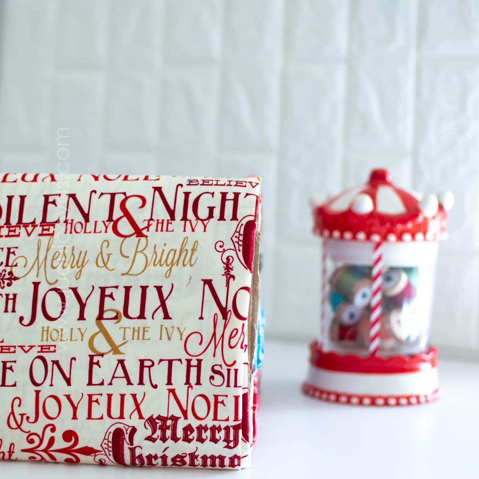 Tela de navidad para patchwork letras rojas y oro